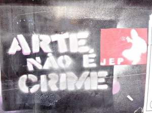 Arte não é crime.
