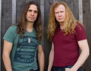 Kiko Loureiro (esq.) e Dave Mustaine, líder do Megadeth.